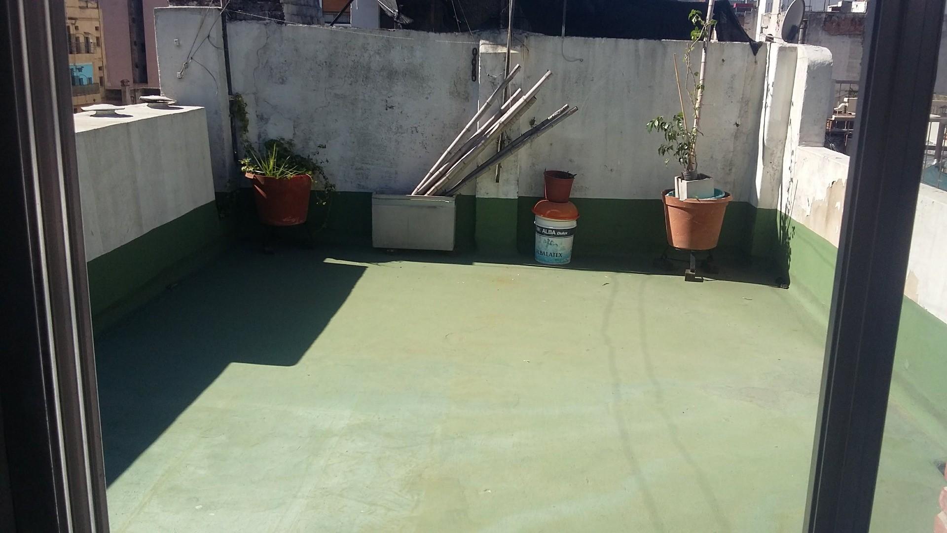 Rivadavia 2556- TERCER PISO POR ESCALERA- 3 amb. con gran terraza y quincho !