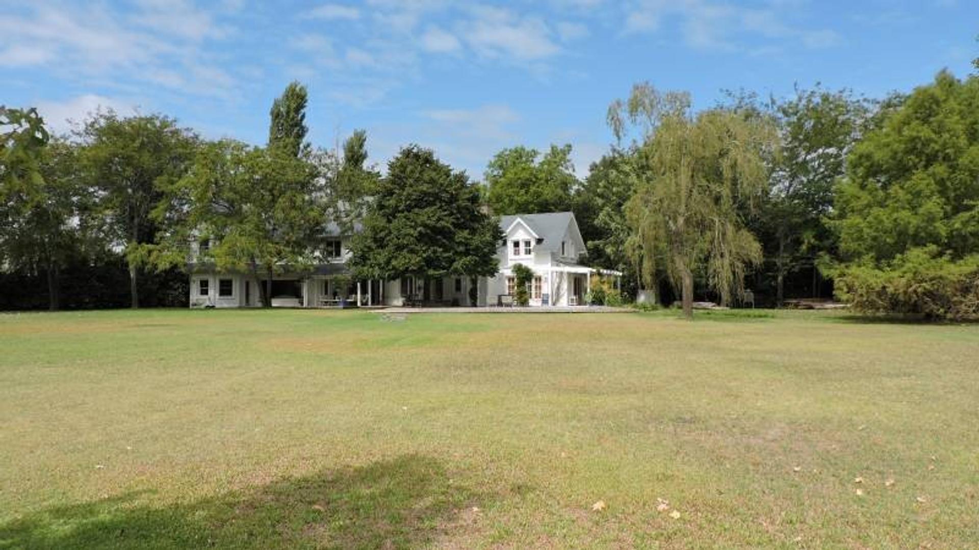 Casa en Venta en Abril Club De Campo