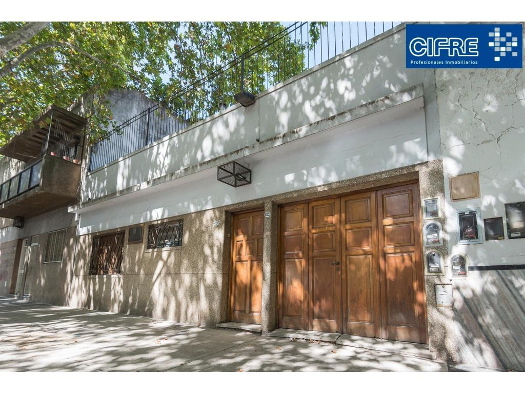 Casa multifamiliar 5 amb.+ 2 cocinas + 3 abños + gge + ptio + tza (Sucursal Pueyrredon 4574-4444)