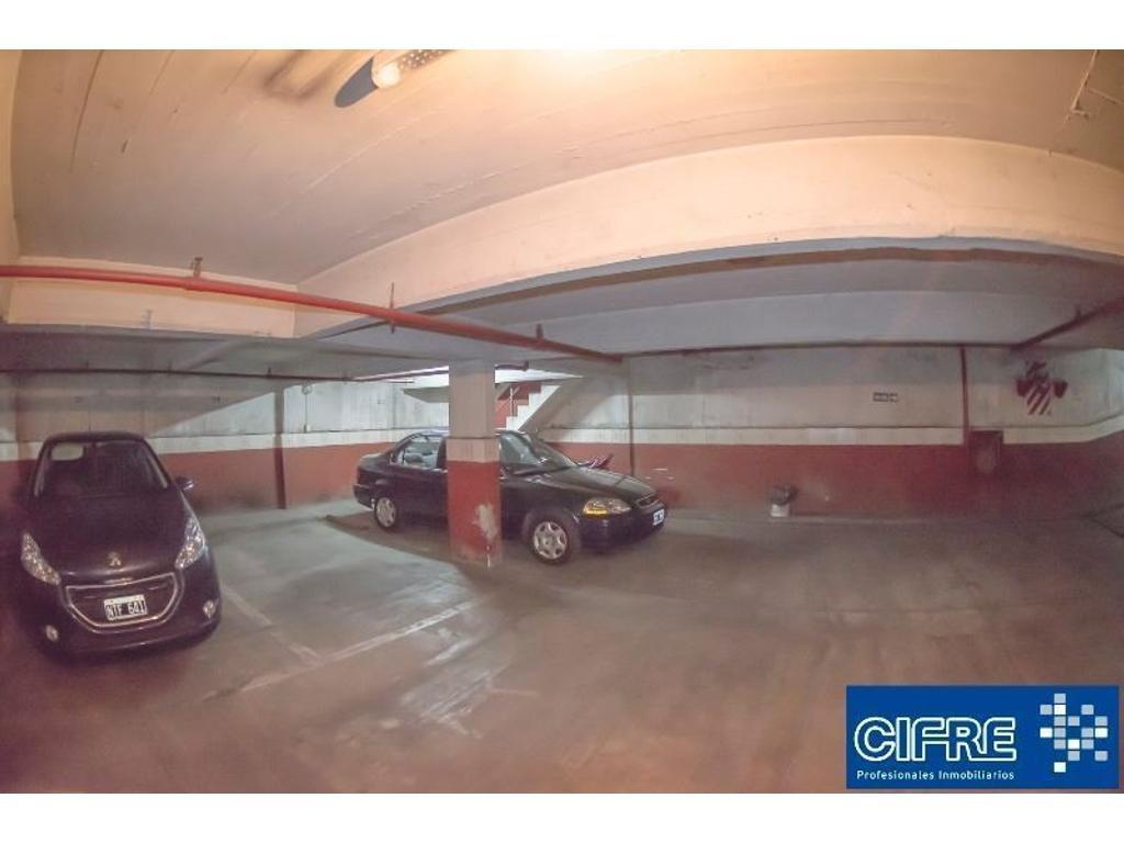 Cochera fija cubierta en edificio de cocheras. Seg.24 hs. (Suc. Urquiza 4521-3333)