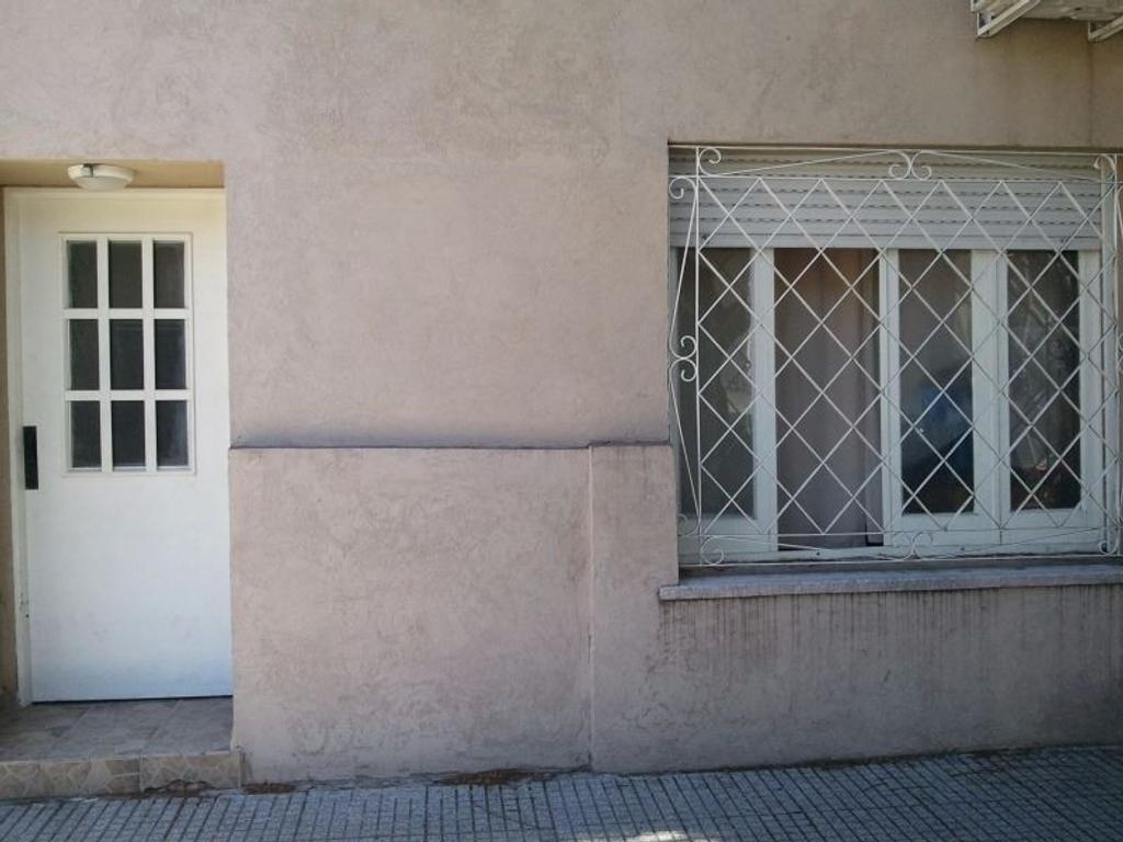 Departamento tipo casa en venta en condarco 5500 capital for Casa de azulejos en capital federal