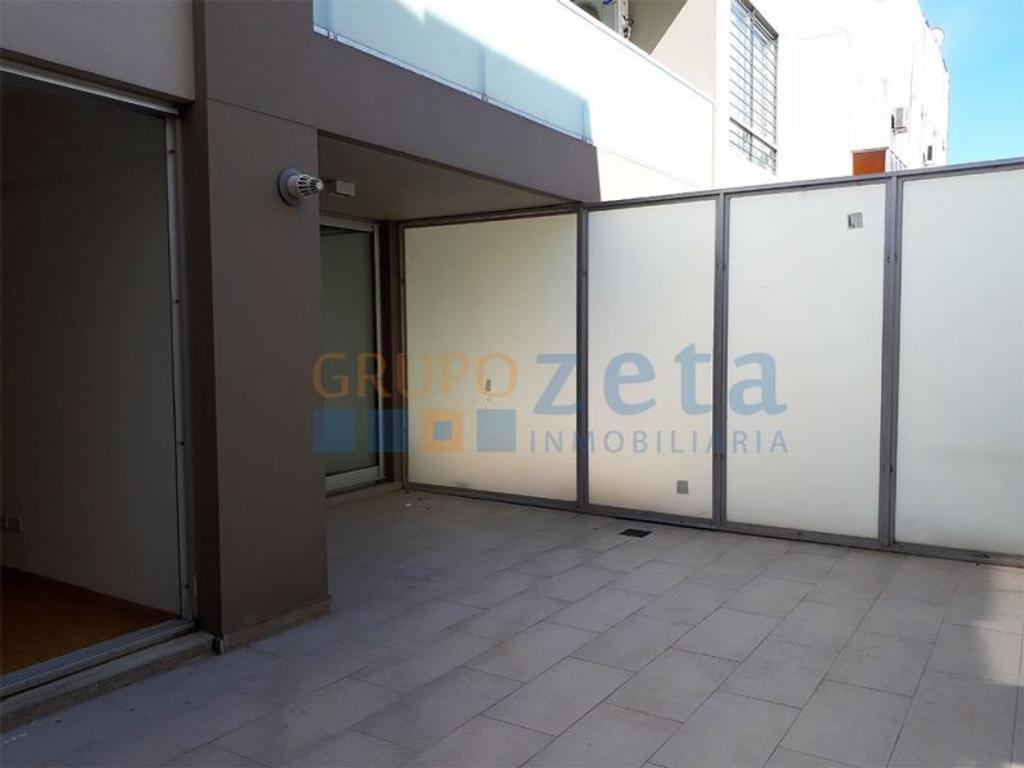 Alquiler de 2 ambientes con patio propio y cocheraa