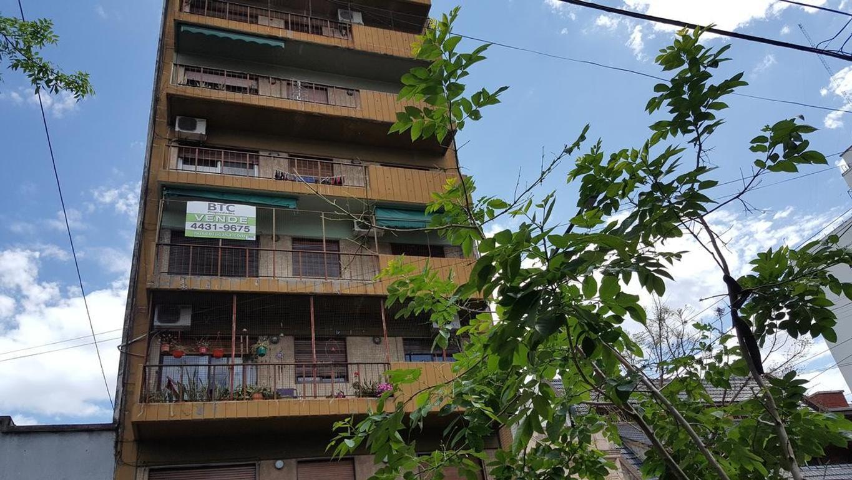 4 ambientes al frente con balcón y baulera - APTO CRÉDITO -
