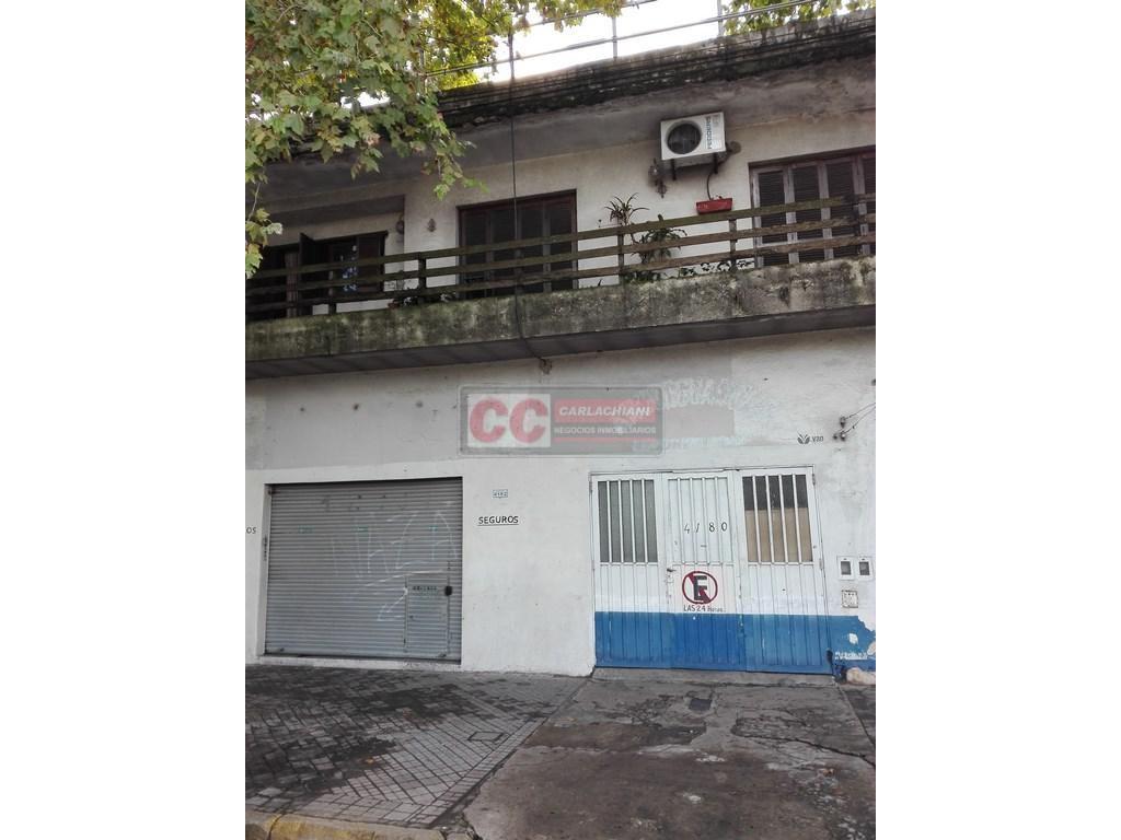 Casa con Local en Pte. Perón a metros de Bv. Avellaneda!