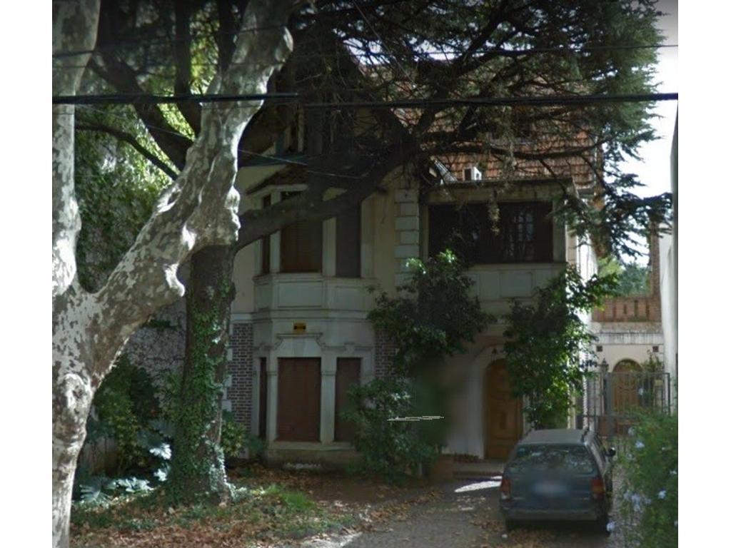 Casa estilo INGLES en el bajo de Vicente Lopez
