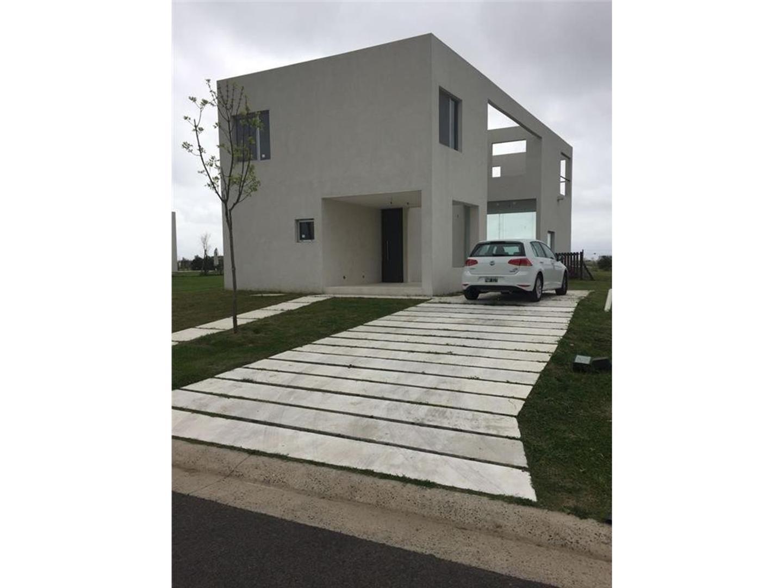Casa en Venta en Puertos del Lago - 4 ambientes