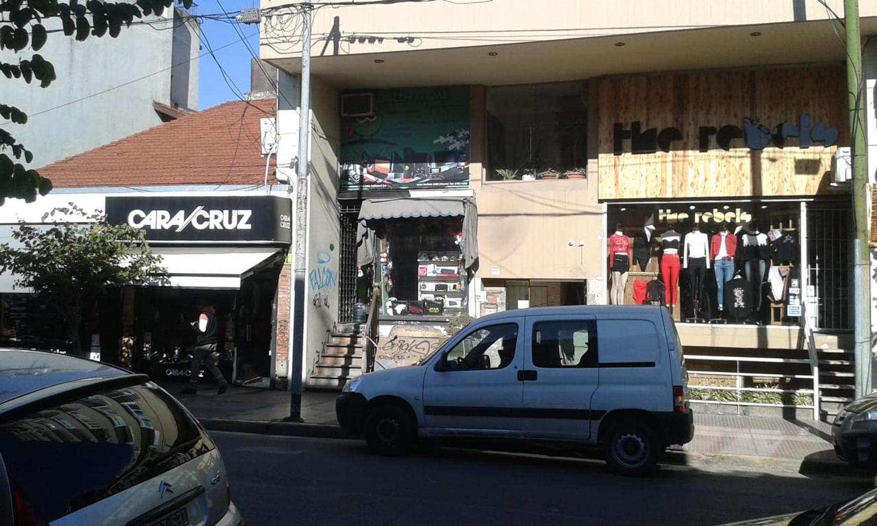 Local comercial c/ entrepiso - Villa Ballester