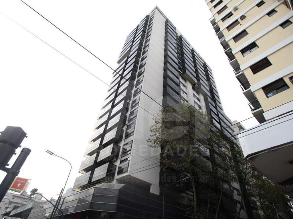 Excelente oficinas en Cabildo y Blanco Encalada 87 m2 más baños con cochera fija y Vigilancia 24 hs