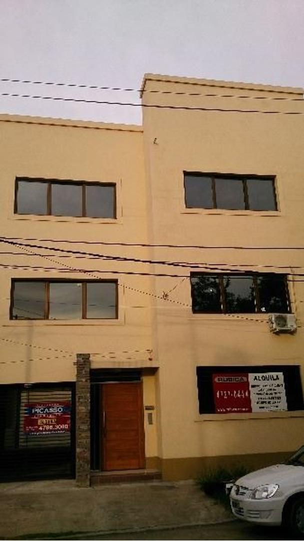 Excelente oficinas en muy buen estado a una cuadra de Panamericana