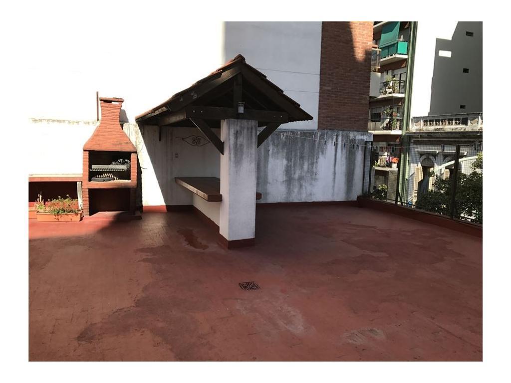PH 4 ambientes con dependencia, patio y terraza
