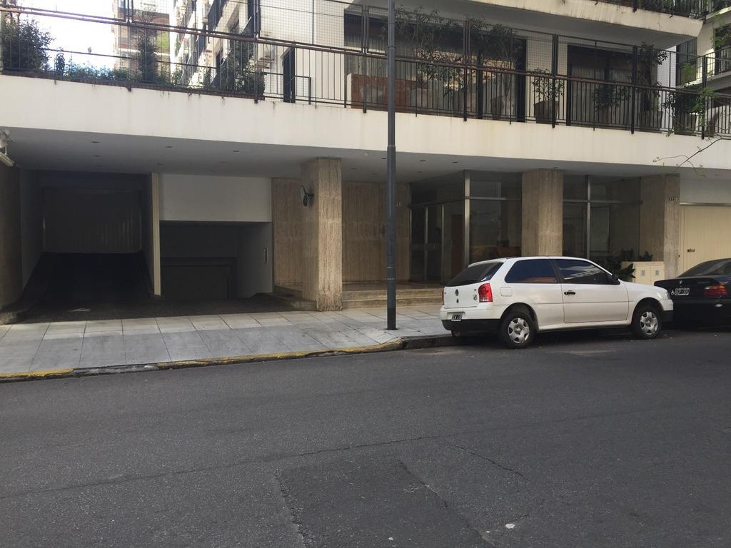 Semipiso 3 dormitorios con balcon aterrizado y patio  dependencia de servicio cochera