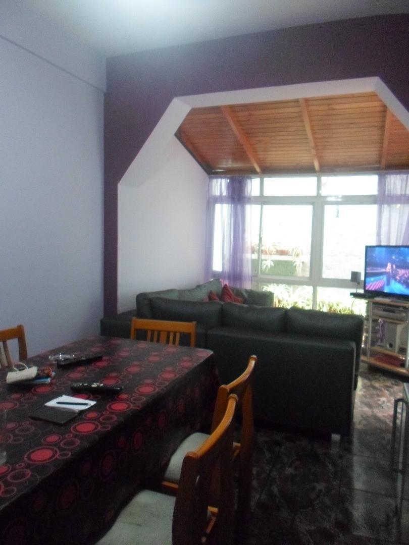 Hermoso depto en Dorrego y Corrientes ,de  60 m2, planta baja,dos patios , muy luminoso ,reciclado