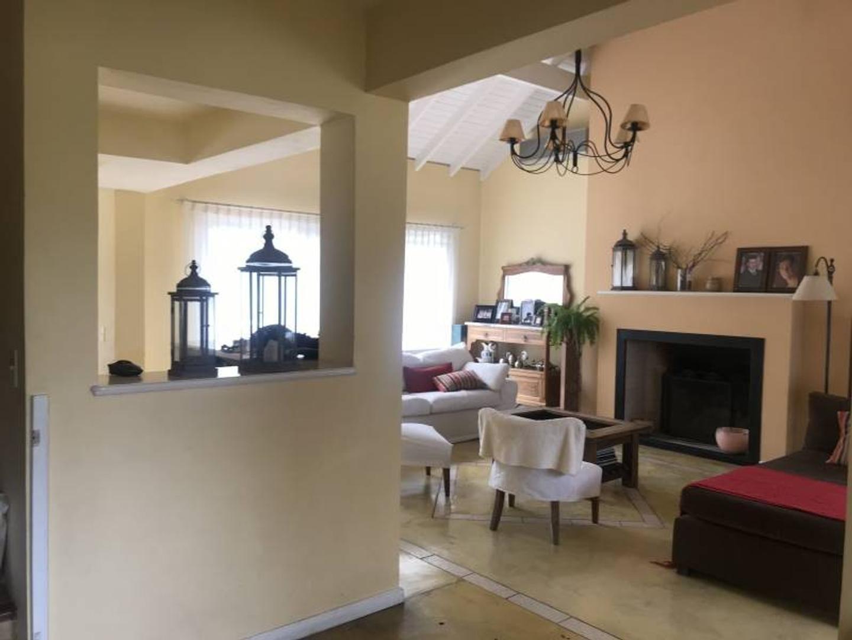 Casa - 243 m² | 3 dormitorios | 4 baños
