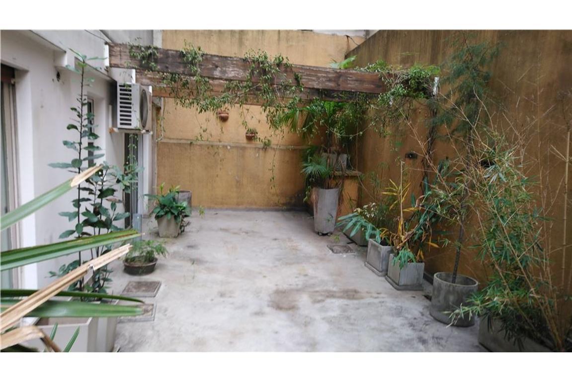 Venta Depto. 3 Amb. 2 baños amplio patio