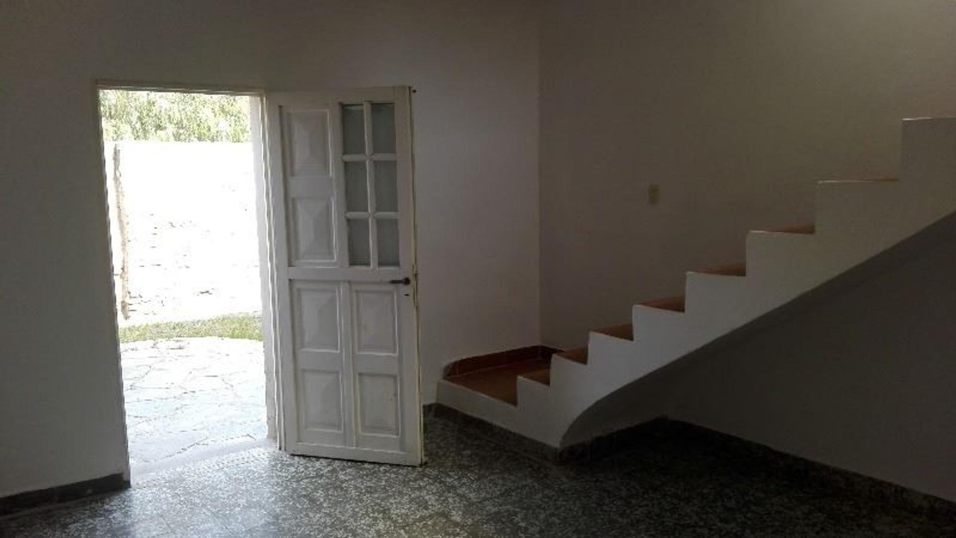 Casa a metros de Av. Lafinur de 5 dormitorios