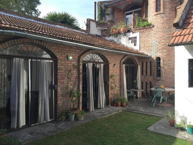 Excelente PH de 4 ambientes con jardín y parrilla, en 2 plantas