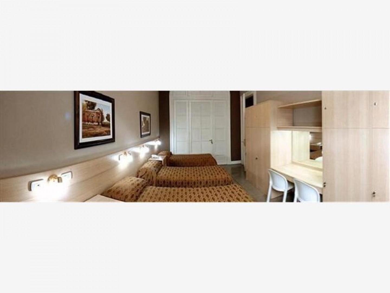 Hotel 14 hab.