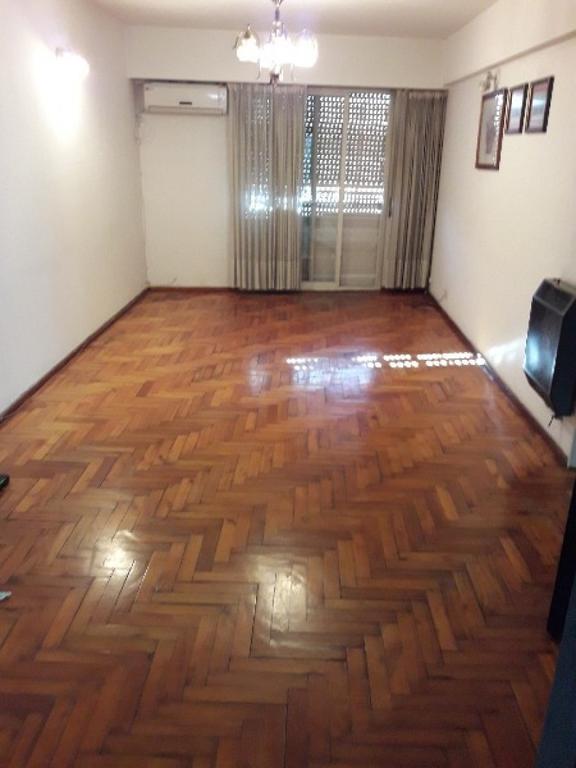 Sarmiento 600 2 dormitorios, balcón al frente. Apto Crédito