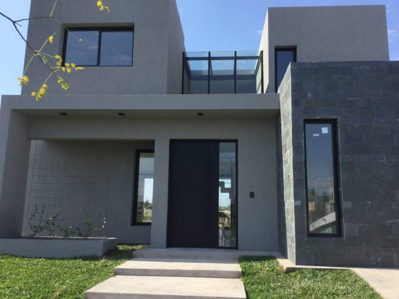 Casa en construcción de muy buen diseño y calidad constructiva!!! En venta con Renta!