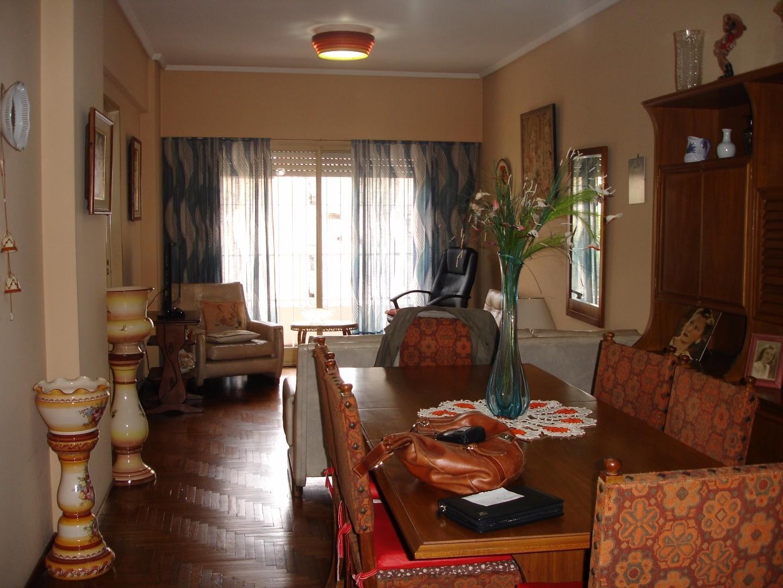 Departamento de 3 ambientes al frente c/patio - Rivadavia al 100, Quilmes Centro