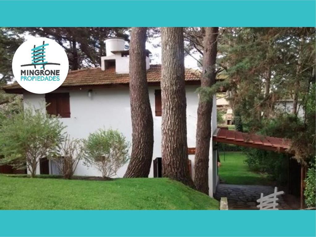 Casa en excelente estado - gran entorno - a pocas cuadras del mar