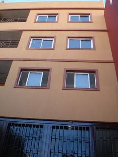 Edificio de 3 Plantas con Cochera Privada. Oportunidad!!