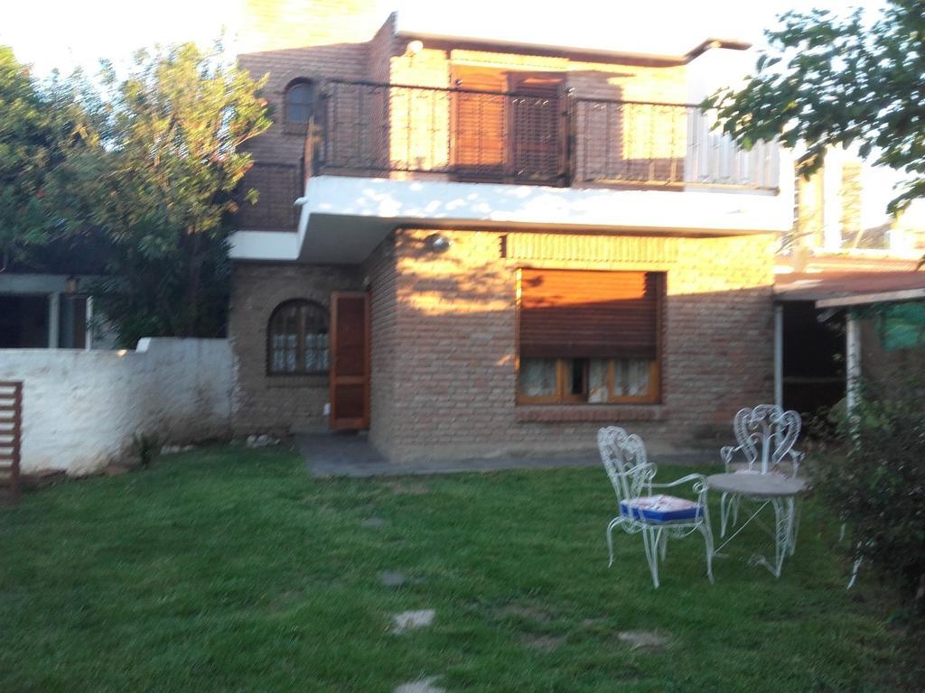 CARLOS PAZ - Excel. Casa de Veraneo a ms. de Costanera Bo. Santa Rita del Lago