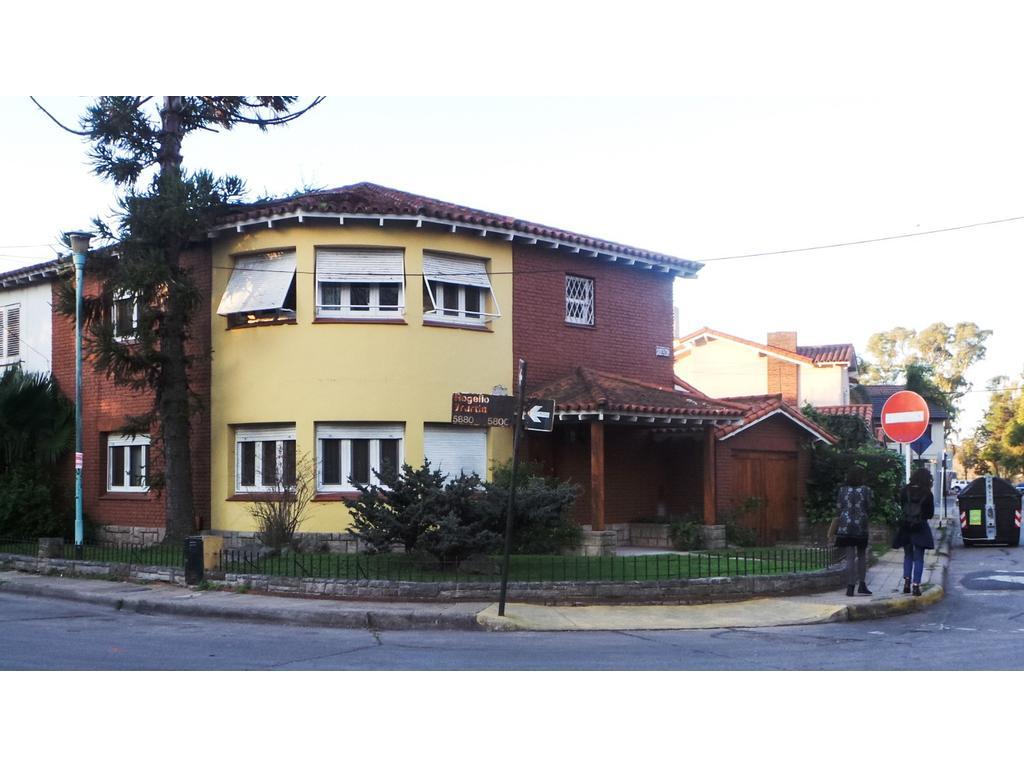 Hermosa casa 2 plantas - Frente al parque - Ba. Pqe Saavedra