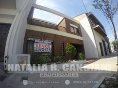 CASA en venta en Avellaneda, 3 dormitorios-2 baños/ otra casa al fondo con cocina-baño-dormitorio.