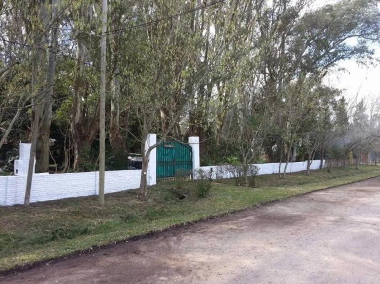 VENTA magnífica Casaquinta. Sobre 3 Lotes (1618 m2). Ruta 2 Km. 57. La Plata.