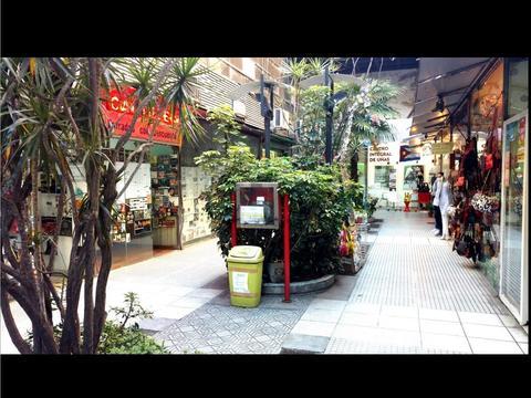 DUEÑO VENDE - Excelente Local en Microcentro - Galeria en Peatonal Lavalle - 28m2 con depósito