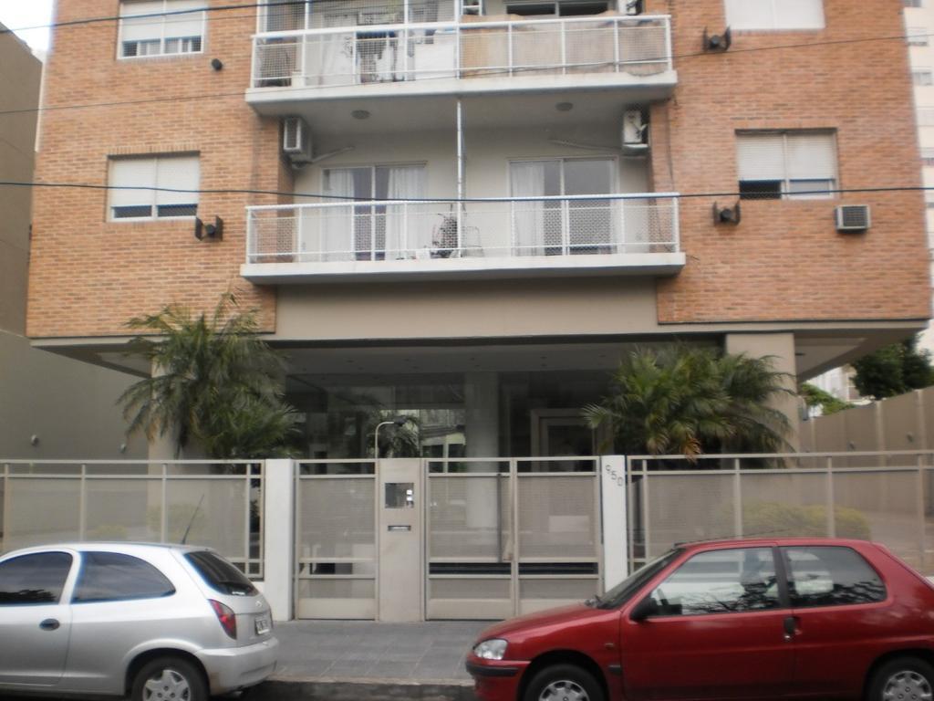 Excelente  Departamento  de 3 amb. al frente con balc,Cochera,. Edificio con  Seguridad/ amenities