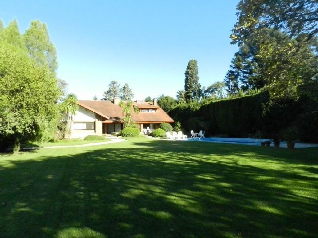 - Impecable propiedad en Venta en Lomas Jockey!!!