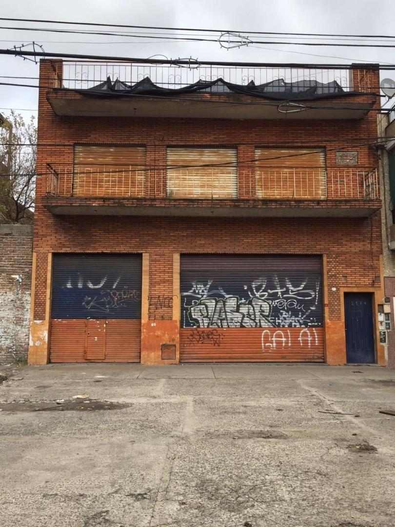 Galpón sobre avenida Juan Manuel de Rosas, apto industria Acepta garantía Finaer