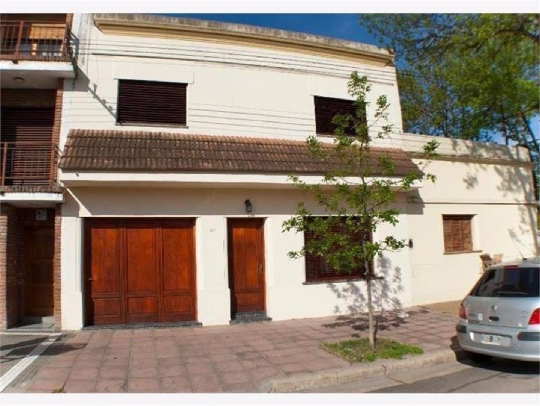 Venta Casa 5 ambientes c/patio y garaje - En la mejor ubicación!!