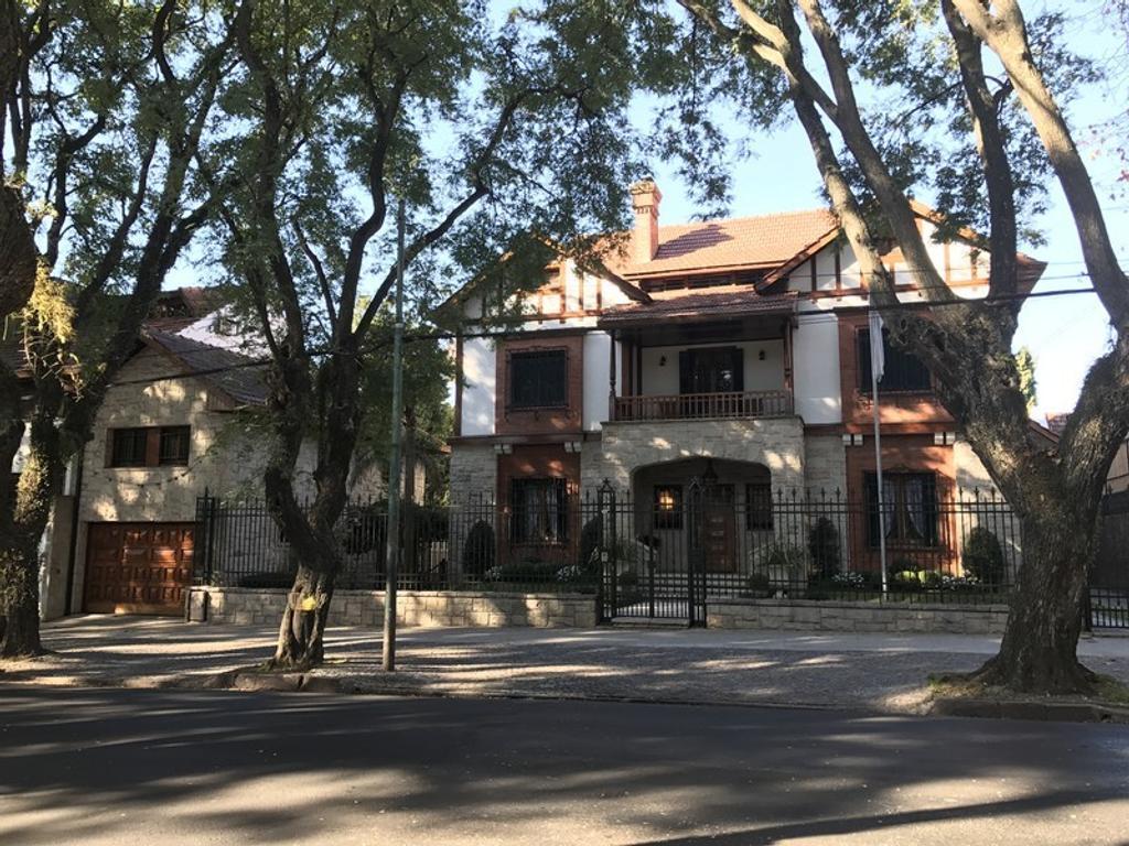 Única casa de estilo a mts Quinta Presidencial con 2100 mts