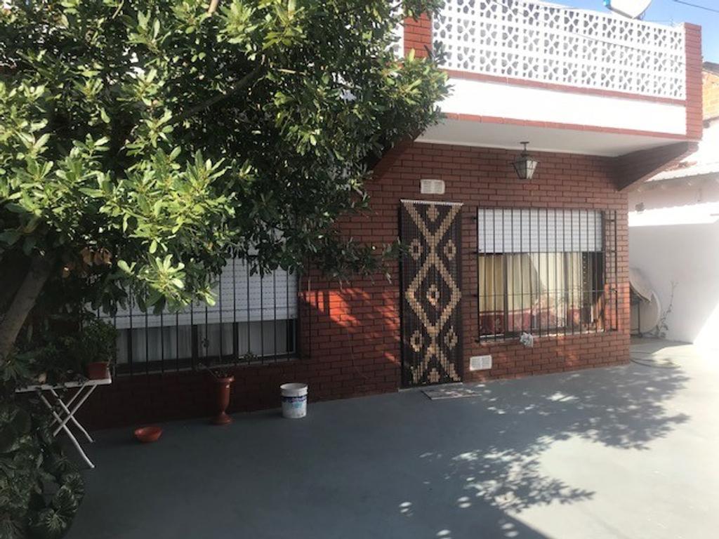 Depto 3 amb T/Casa en Planta Baja con Garage p/2 autos, Patio y Terraza