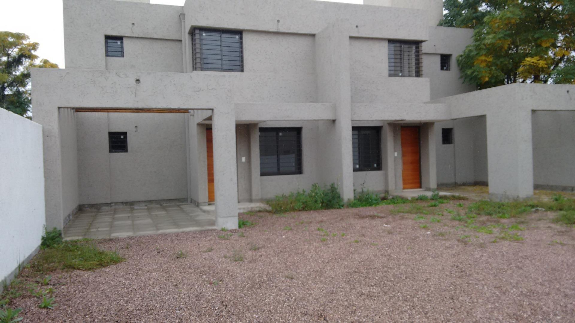 Casa en Alquiler en Arguello - 4 ambientes