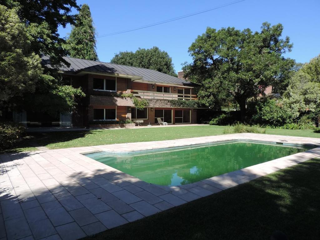 Imponente Residencia - gran lote s/Libert.
