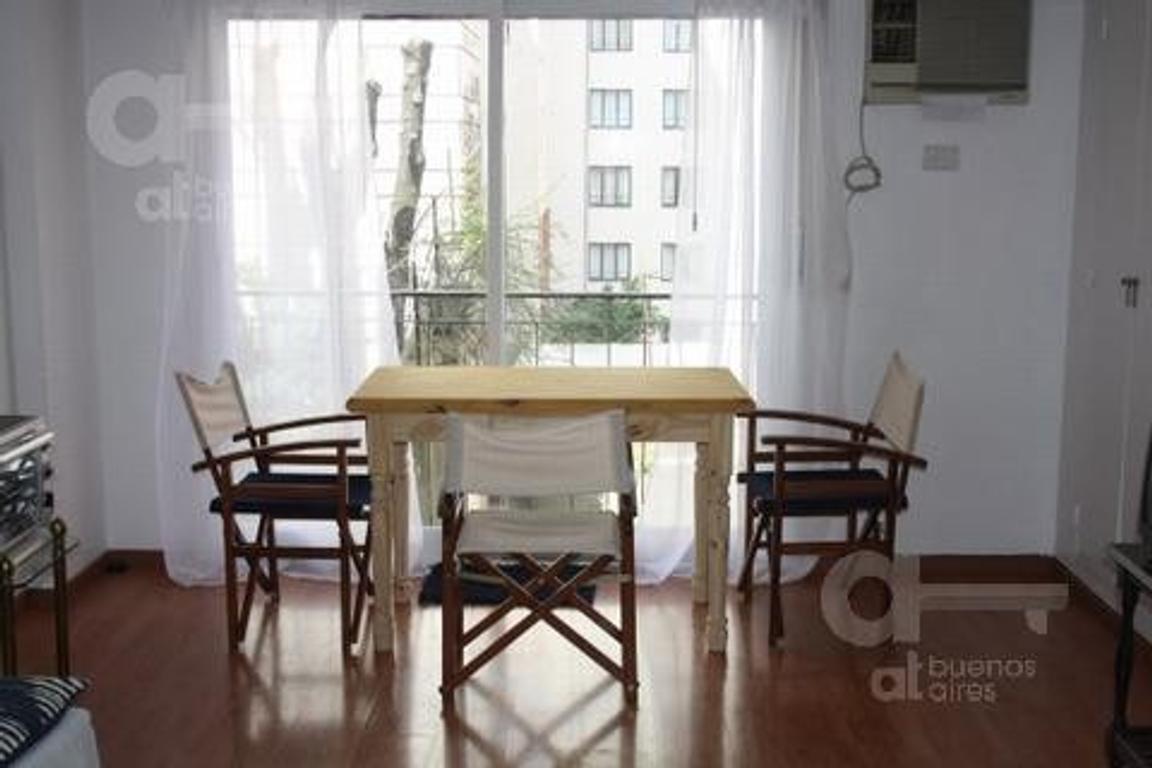 Recoleta. Loft con balcón francés. Alquiler temporario sin garantías.
