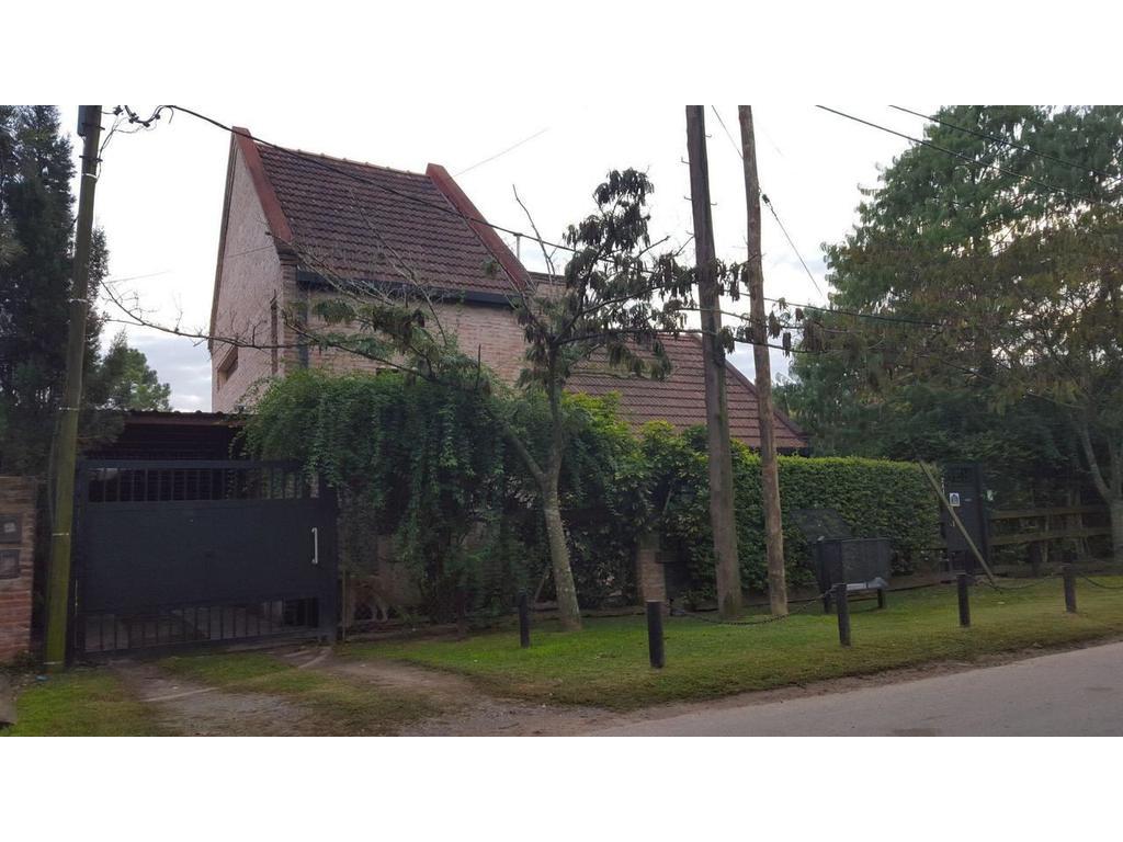Casa en Venta City Bell calle 22 esquina 448 Dacal Bienes Raices