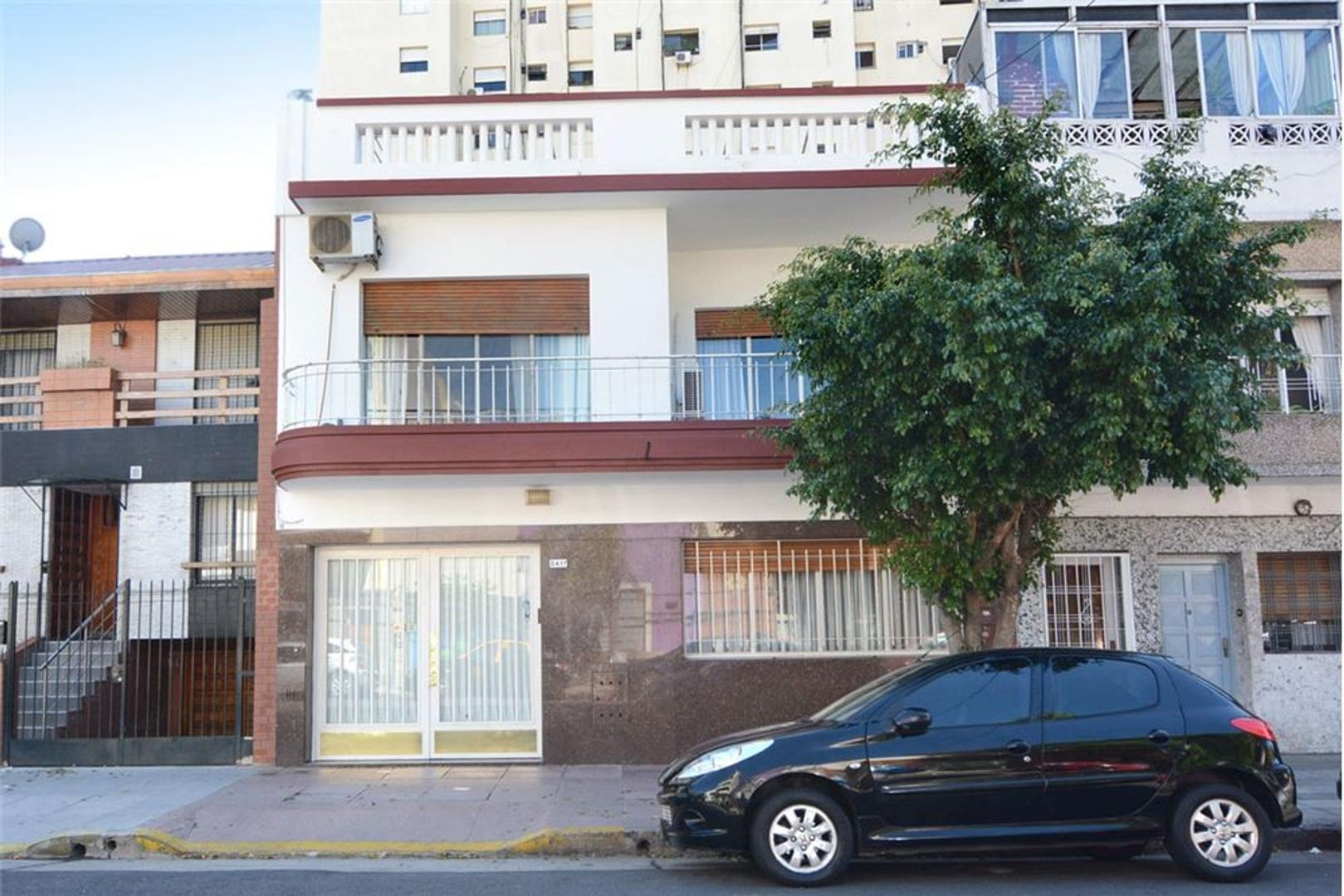 ALMAGRO - CASA con GARAGE Terraza y Quincho