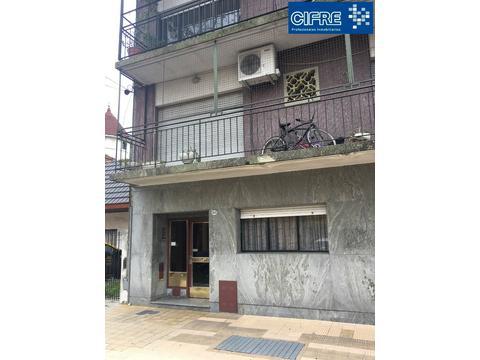 departamento de 4 ambientes hermoso con balcon al frente (Suc. Mosconi 4574-4444)