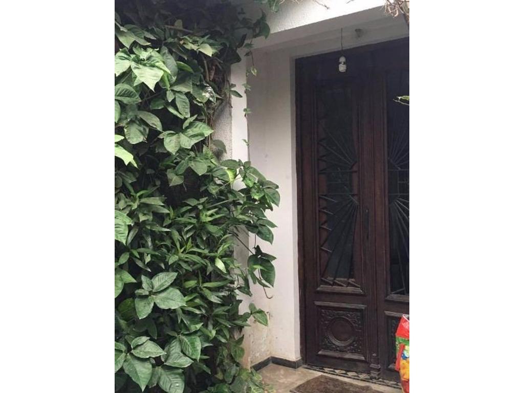 Excelente Ubicaciónen Yerba Buena. Casa a dos cuadras de Av.Aconquija. Zona Shop Portal.