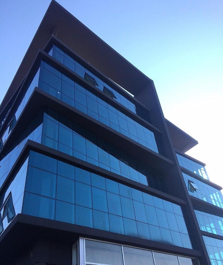 Oficina a estrenar en alquiler en el edificio Skyglass III