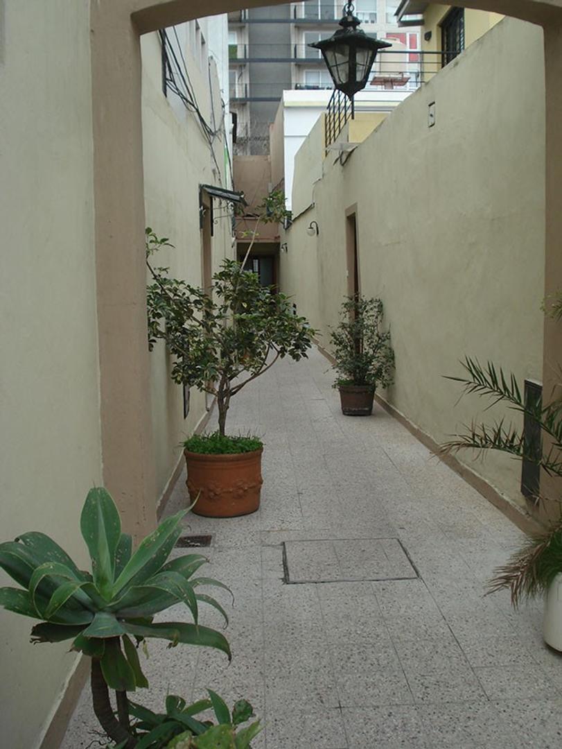 PH de 4 ambientes con 2 patios, terraza y parrilla