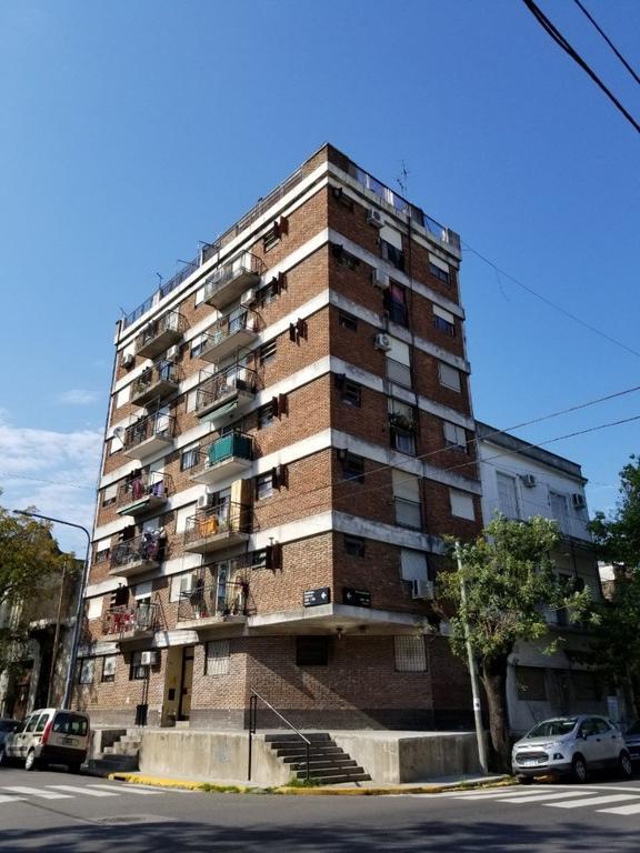 EN VENTA - LA BOCA - DEPARTAMENTOS - Unidad de 2 Ambientes al Frente