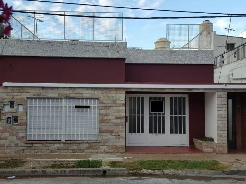 Casa 3 amb 2 patios y terraza. 225m2.