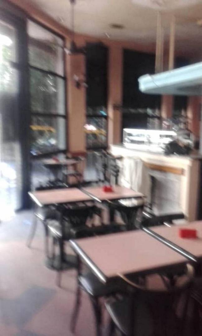 EXCELENTE LOCAL EN VENTA , CON RENTA. UBICADO A UNA CUADRA DE AV. CORDOBA Y AV. PUEYRREDON. APTO GA
