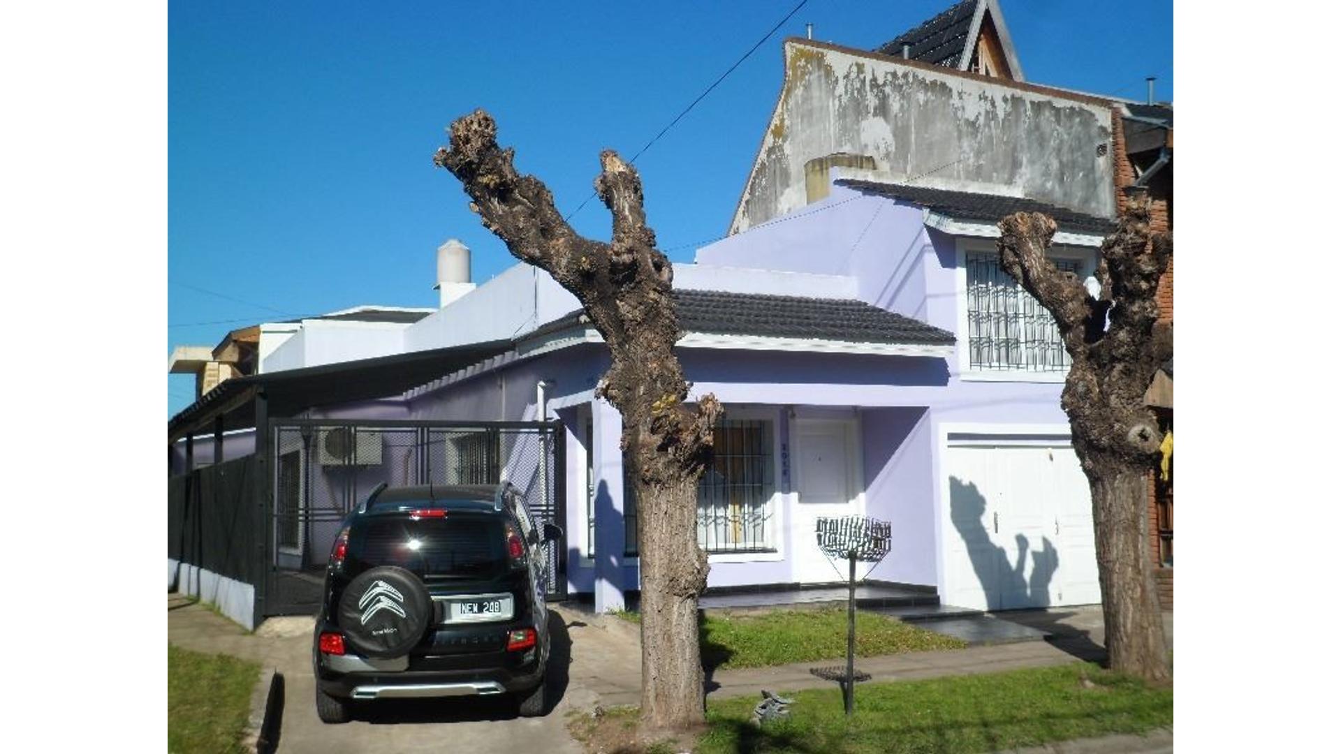 Morón sur -s/ V López - casa americana 3 ambientes más escritorio c/garage , cochera ,patio y parque